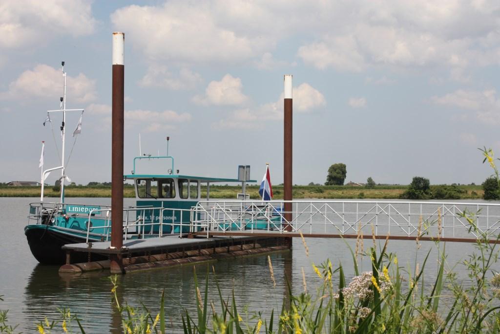 De liniepont heeft ook nog dienst gedaan als personeelsboot van een verderop gelegen steenfabriek. Michel Broekhuizen © BDU media