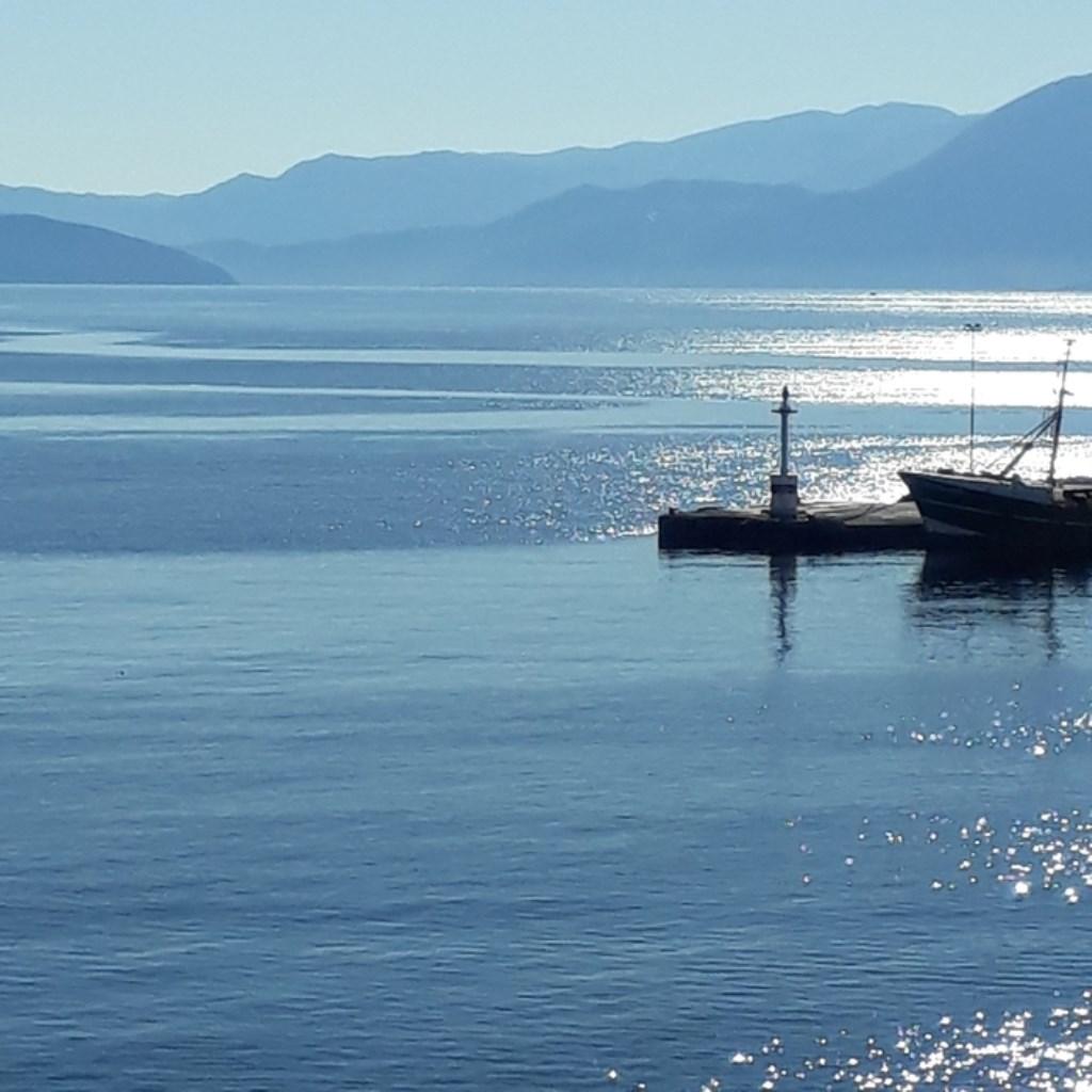 Stieny Koppelaar fotografeerde de kalme zee bij de haven van Agios Nikolaos op Kreta. Stieny Koppelaar © BDU media