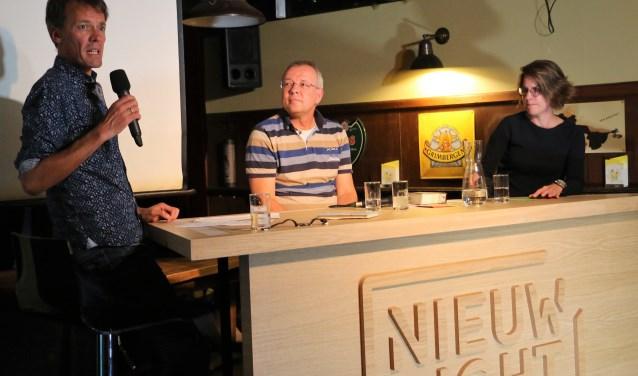 Tijs van den Brink, Philip Nunn en Karljin Goossen in café Subsitute. Freek Wolff © BDU Media