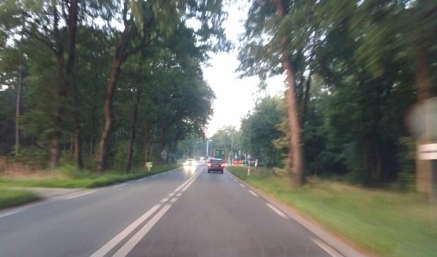 De N310 tussen Garderen en Stroe.