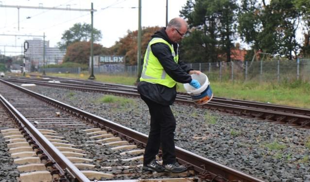 Willem van der Sloot schept de poep uit