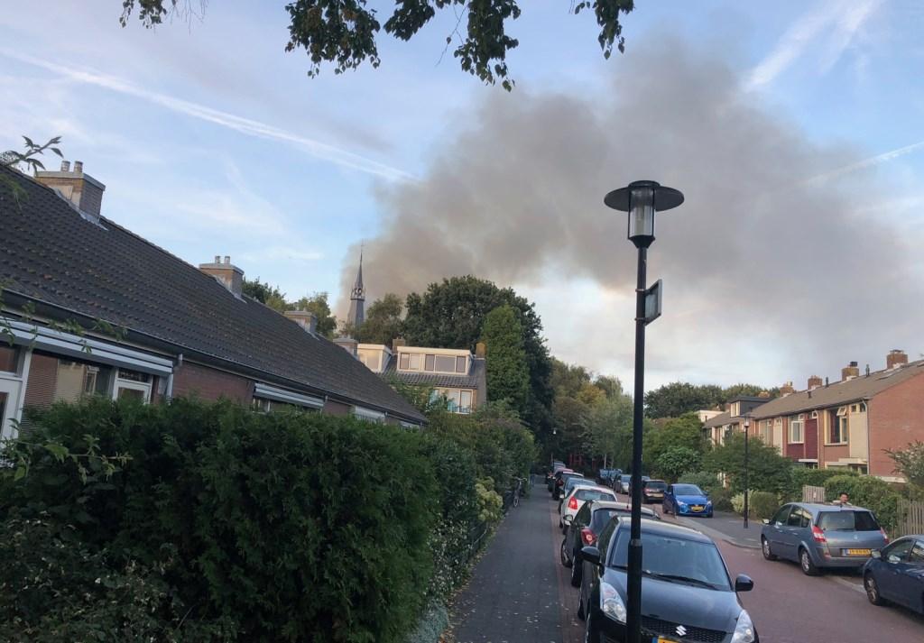 Rookwolken boven Bovenkerk Gemeente Amstelveen © BDU media