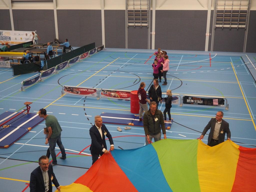 Wethouder Vos (en Jansma - Baarn) deden mee bij het circus Amersfoort. Mariska Stehouwer © BDU media