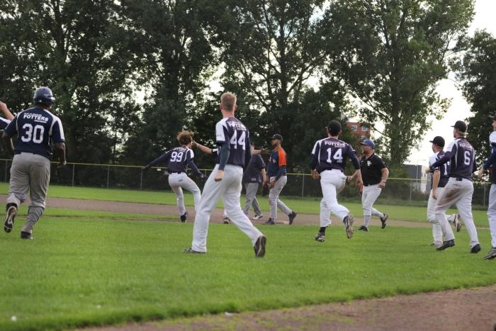 Vennep Flyers viert feest na het winnende punt
