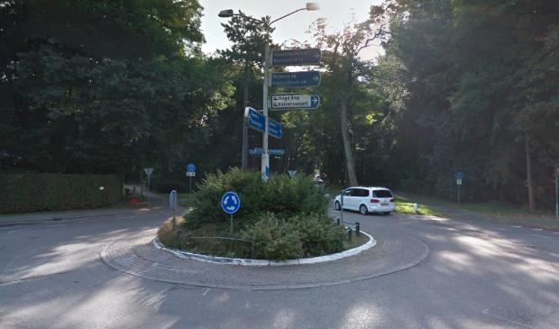 <p>De huidige rotonde op de kruising Garderenseweg, Calcariaweg en Bosrand.</p>