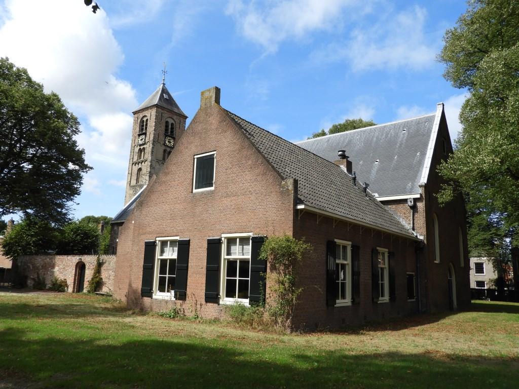 De Engelmunduskerk aan het Kerkplein is al eeuwen oud.  Willem Moojen © BDU Media