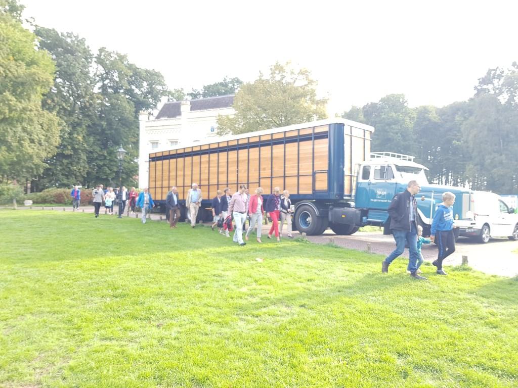 Veel belangstelling voor de oldtimer trucks in het park. Janneke Hek © BDU media