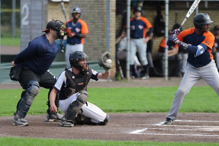Catcher Mike Vermeer in actie Hasko Schiltman © BDU media