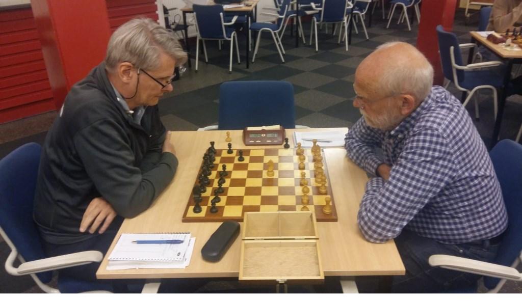Sake van der Schaaf (rechts) verraste met remise tegen Chris van Oosterwijk. Martin Markering © BDU Media