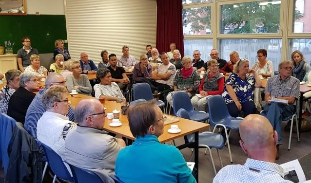Bijna vijftig belangstellende woonden  donderdag de vergadering van wijkplatform Oldenbarneveld bij.