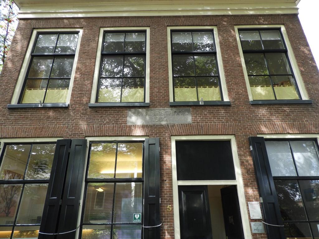 De voormalige Bewaarschool op het Kerkplein uit 1860. Willem Moojen © BDU Media