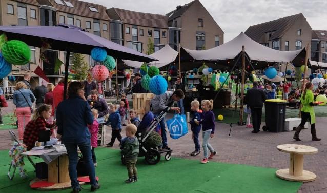 Kinderactiviteiten op het plein bij de feestelijke heropening van Het Rond