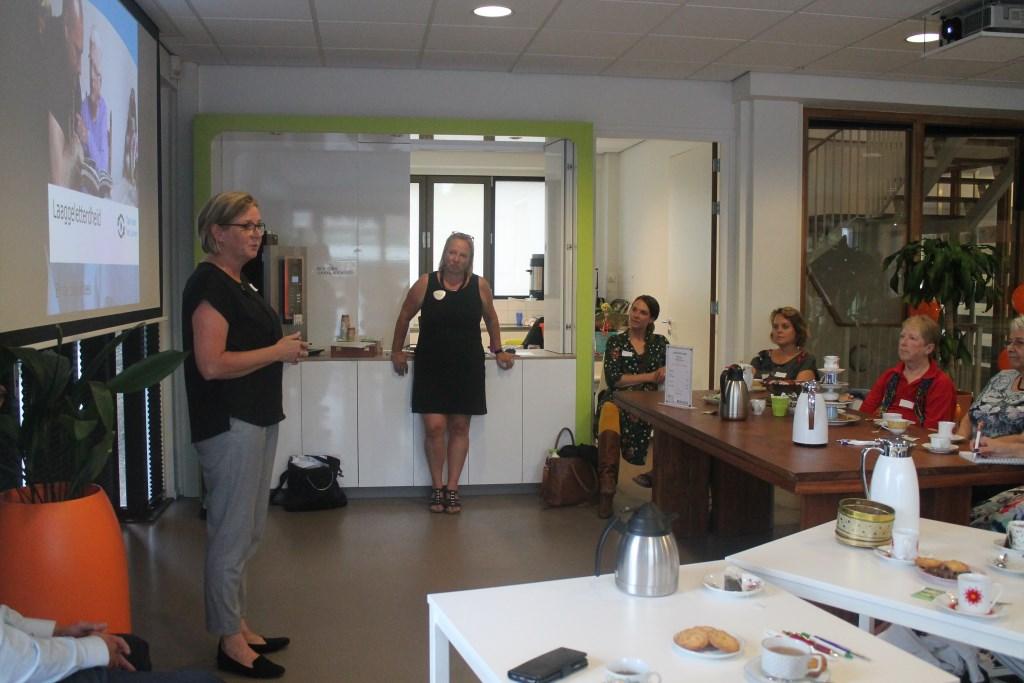 Wethouder Marleen Treep opent 'Thee met Taal' Hannie van de Veen © BDU media