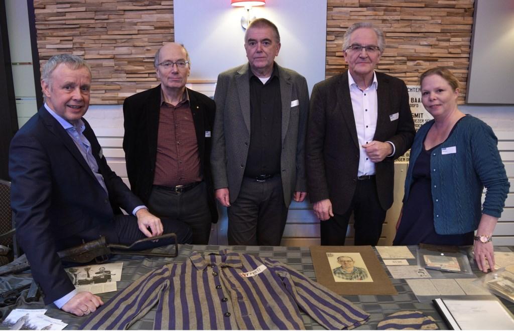 """De initiatiefnemers """"Verhaal van Putten"""" met van links naar rechts: Pieter Dekker, Gérard Hollanders, Roelof Koekkoek, Evert de Graaf en Jette Janssen. Henk Hutten © BDU media"""