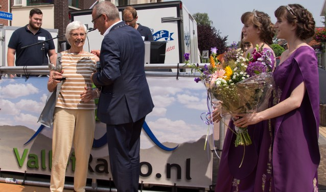 Jannie Voerman werd vorig jaar tot Haan van het jaar uitgeroepen voor haar inzet voor het ouderenvervoer in Woudenberg.