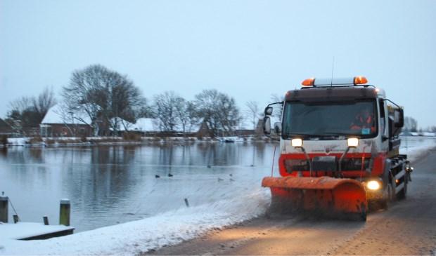 De gemeente rijdt deze dagen dag en nacht met strooiwagens door Amstelveen om de hoofdroutes sneeuwvrij te maken en zout te strooien.