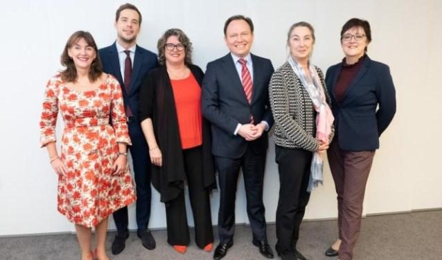 Wethouders van links naar rechts: Marja Ruigrok, Jurgen Nobel, Marjolein Steffens, Ap Reinders, Mariette Sedee en Mieke Booij.