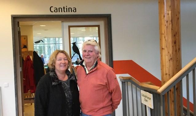 Reinier van Kuyk en Linda Platvoet zijn blij met de goede contacten met de gemeente en met het tijdelijke uitgiftepunt in de Cantina.