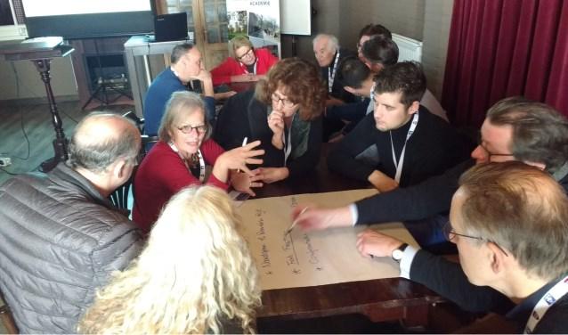 Ondernemers brainstormen over Verhalen van de Kromme Rijn