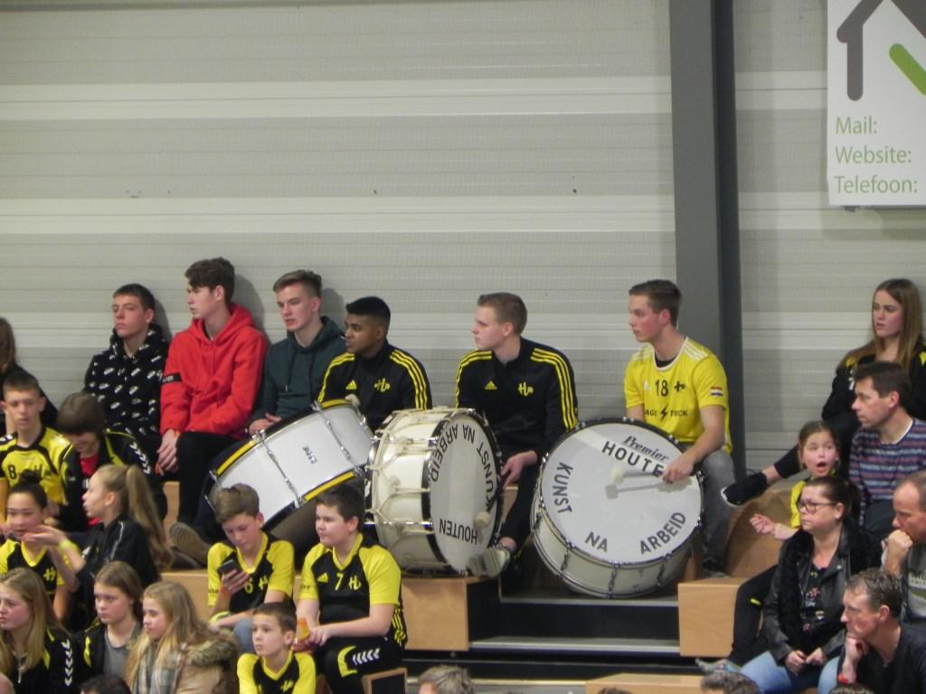 Met trommels werden de spelers gestimuleerd. Richard Thoolen © BDU media