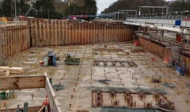 De toekomstige fietsenkelder, nu nog slechts de bodem van de betonnen bak.