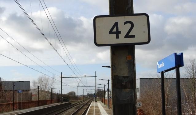 Herkent u dit bordje langs het spoor op station Bunnik?