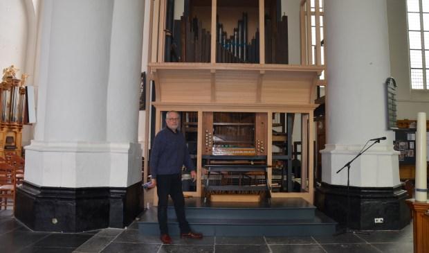 Sjoerd Vredenberg geeft uitleg over de restauratie