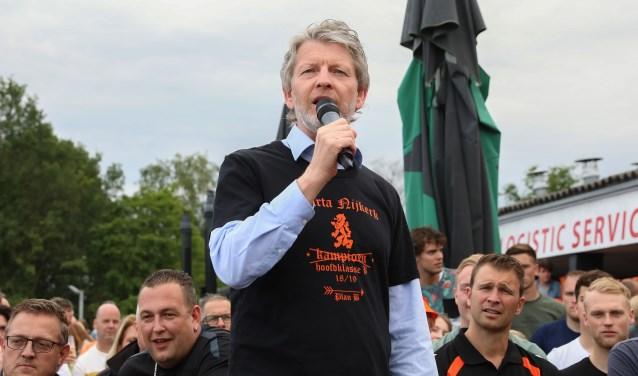 Eric Speelziek promoveerde met v.v. Sparta Nijkerk in zijn eerste seizoen en doet het uitstekend in de derde divisie.