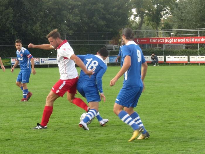 Richard Zwakhals in duel tegen Alblasserdam Teus Stam © BDU media