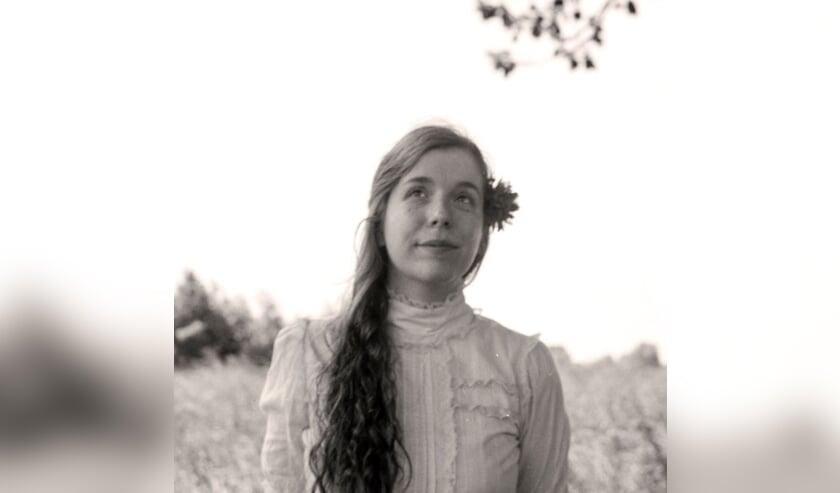 Portret van Dieuwertje uit de serie Familieportret Rariteitenkabinet