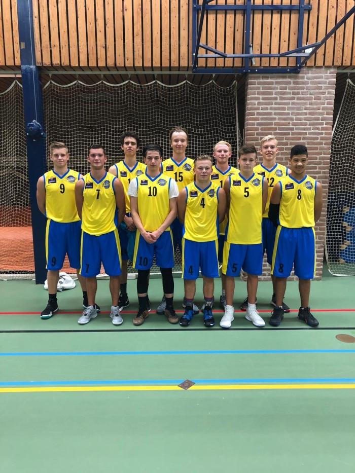 Spelers U18-1 van links naar rechts: Michael, Lex, Kilian, Selim, Emiel, Luuk, Jeremy, Jayden, Kasper en Yahya