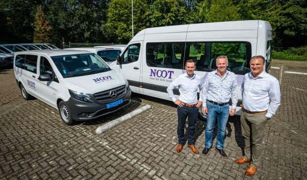 Van links naar rechts: Mark Roelofs (Mercedes-Benz Financial Services), Martijn Kersing (Noot Personenvervoer), Paulo Brito de Campos (Stern Auto)