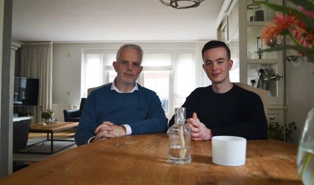 Youri en zijn vader Peter thuis aan tafel