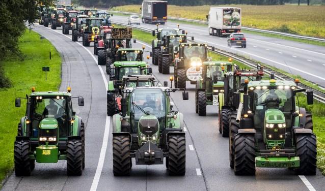 Protesterende boeren blokkeerden dinsdag de A28 tijdens hun tocht naar Den Haag.