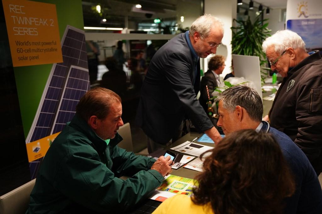 In de Schouwburg stonden verschillende kraampjes met informatie over duurzaamheidsoplossingen..  Naomi Heidinga © BDU media