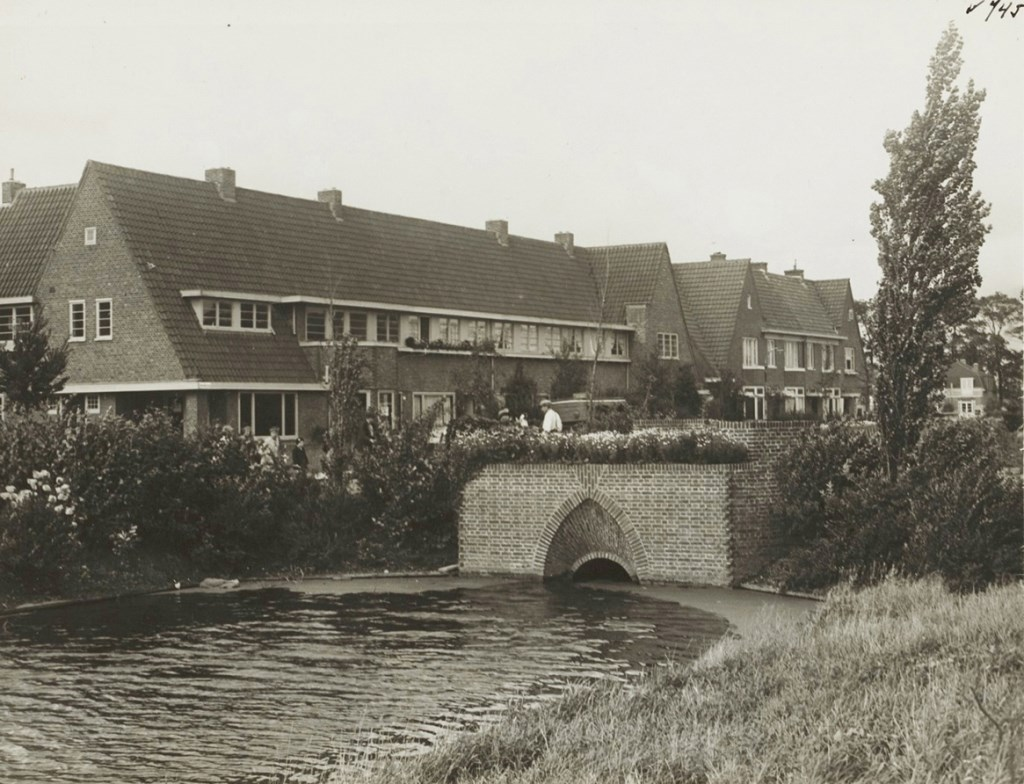 Warnersbrug in 1935. www.warnersbrug.nl © BDU media