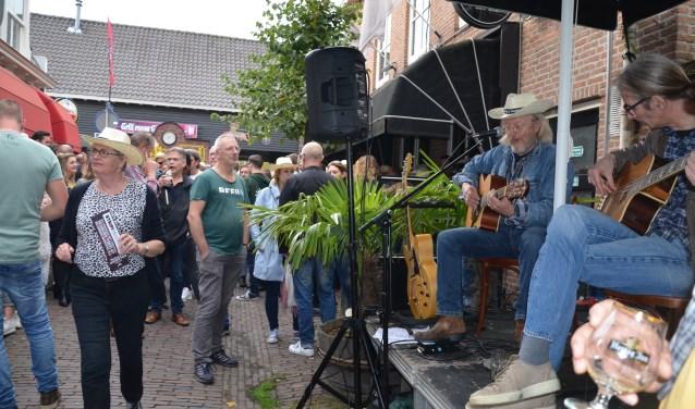 Vijfde Bockbierfestival in de Maleborduurstraat