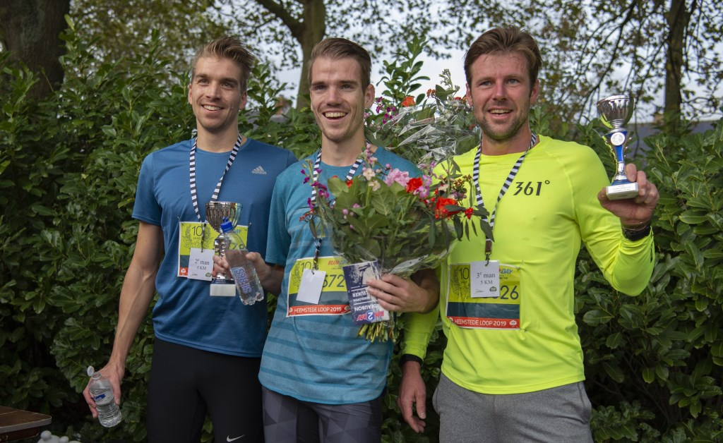 Edwin de Vries (midden) met Menno Schouten (2e) en Tom Vreeburg (3e) op de 5km.  Ellen Toledo © BDU media