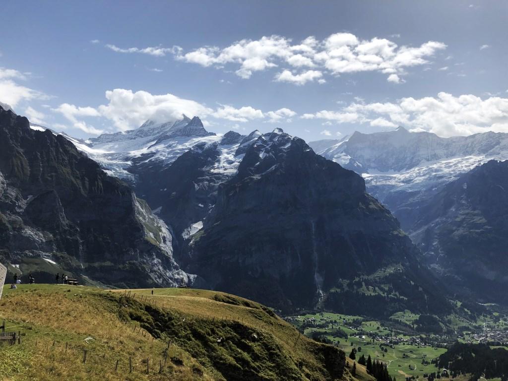 De hoogste toppen staken boven de wolken uit. Wim Jacobs © BDU media