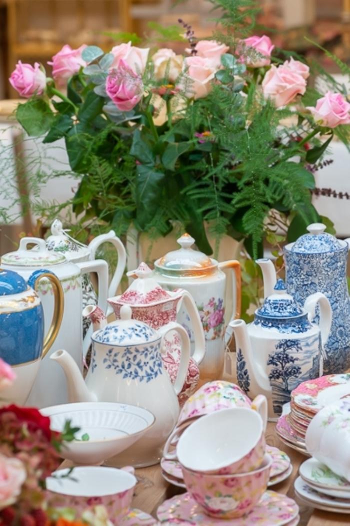 grote sortering antiek Engels servies D. Logtenberg © BDU Media