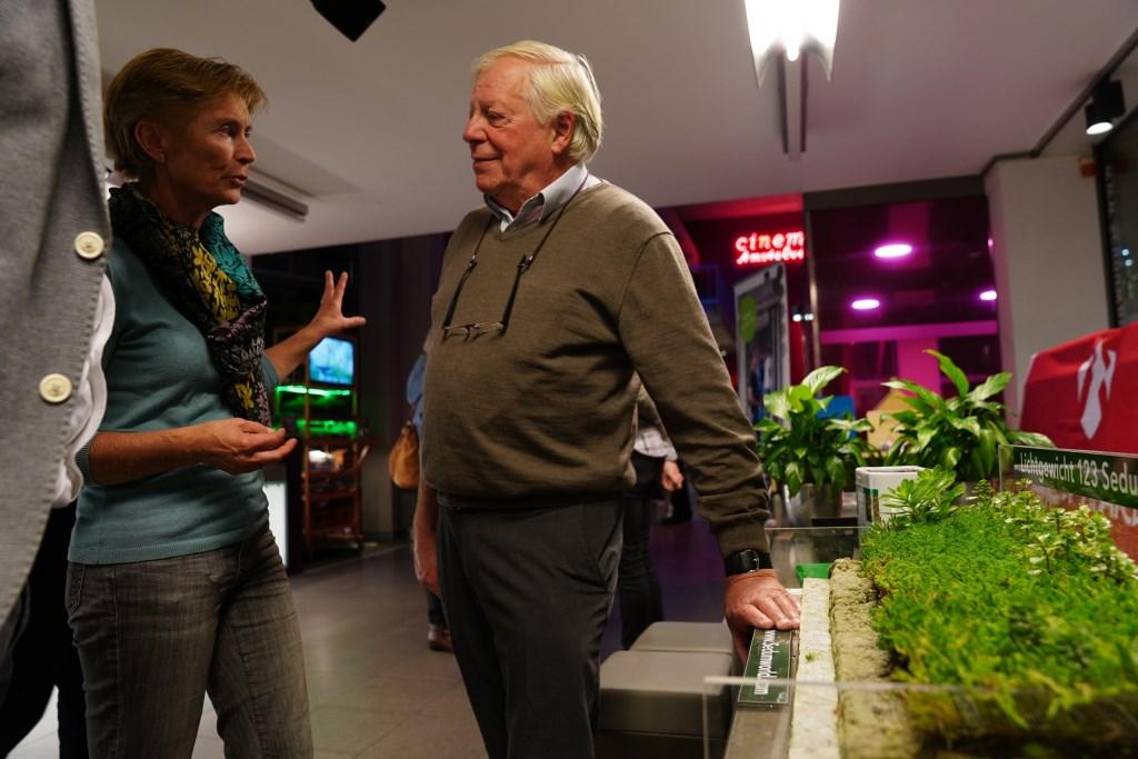 Jan Mossel vertelt over zijn sedumdaken.  Naomi Heidinga © BDU media