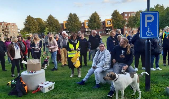 Op 19 september werd een petitie aangeboden van liefhebbers van het Hondenspeelparadijs op het gazon van het gemeentehuis