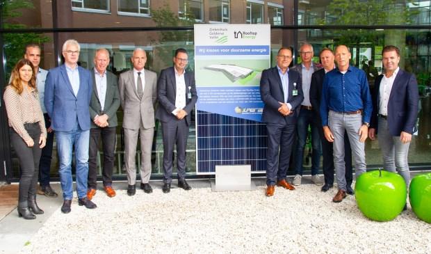 Ziekenhuis Gelderse Vallei en Rooftop Energy ondertekenden woensdag een contract voor de plaatsing van 5.100 zonnepanelen.