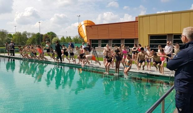 Zwembad De Peppel.Buitenbad Van Zwembad De Peppel Zondag Open