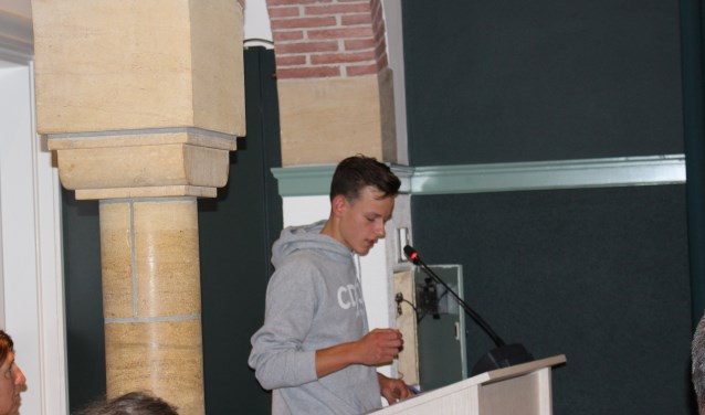 Robbert van Ettekoven sprak zijn zorgen uit over de voorgestelde bezuinigingen en wilde door te spreken jongeren een stem geven.