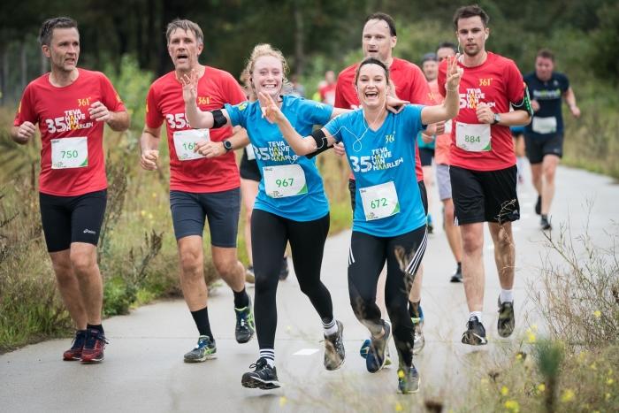 Enthousiaste deelnemers tijdens de halve marathon