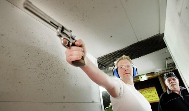 Uiteindelijk is het de mens die de trekker overhaalt, niet het wapen.