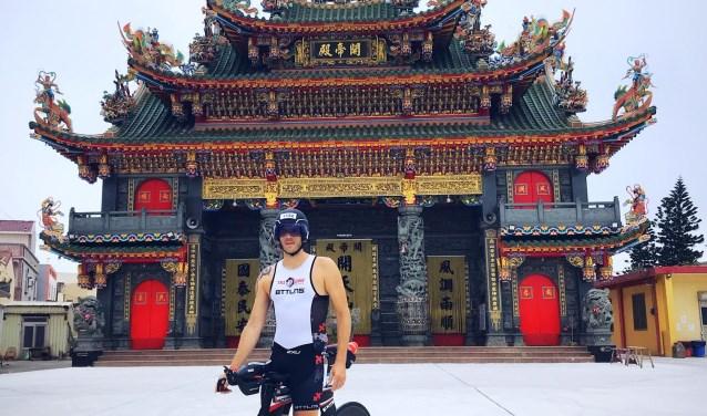 Dimitry van Overloop: sporter en toerist in Thailand. Hij volbracht vorige week de Ironman.