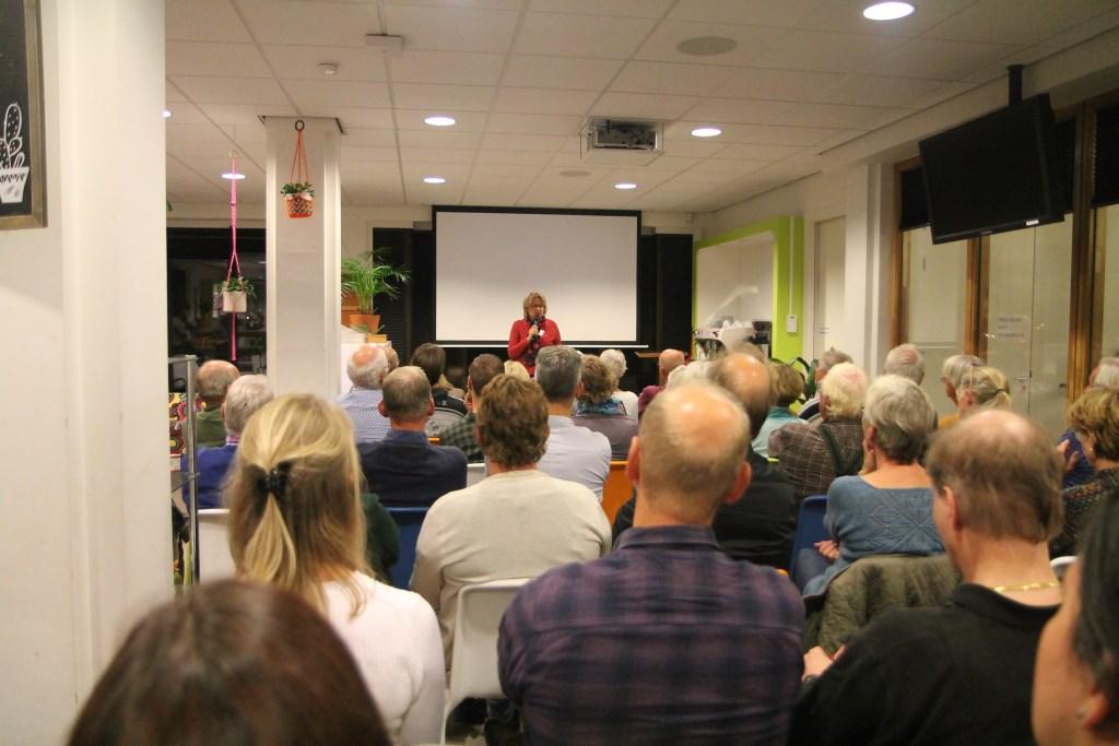 Een volle zaal belangstellenden Hannie van de Veen © BDU media