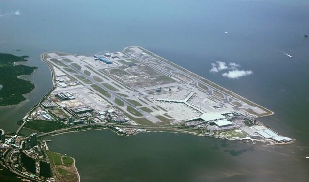 Luchthaven in zee Chek Lap Kok bij Hongkong.